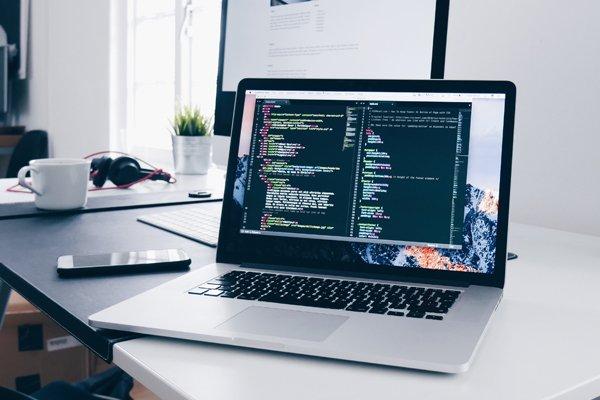 monitor programisty podczas tworzenia strony